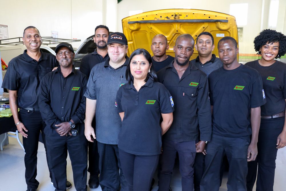 Premier-Auto-Services-e-CAR-Team